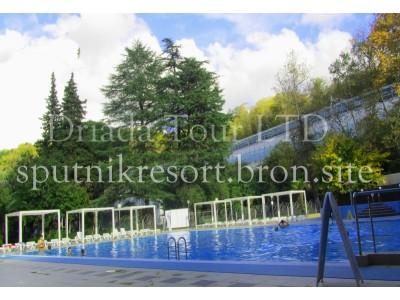 Отель  «ALEAN FAMILY RESORT & SPA SPUTNIK / Спутник Сочи»   - бассейн